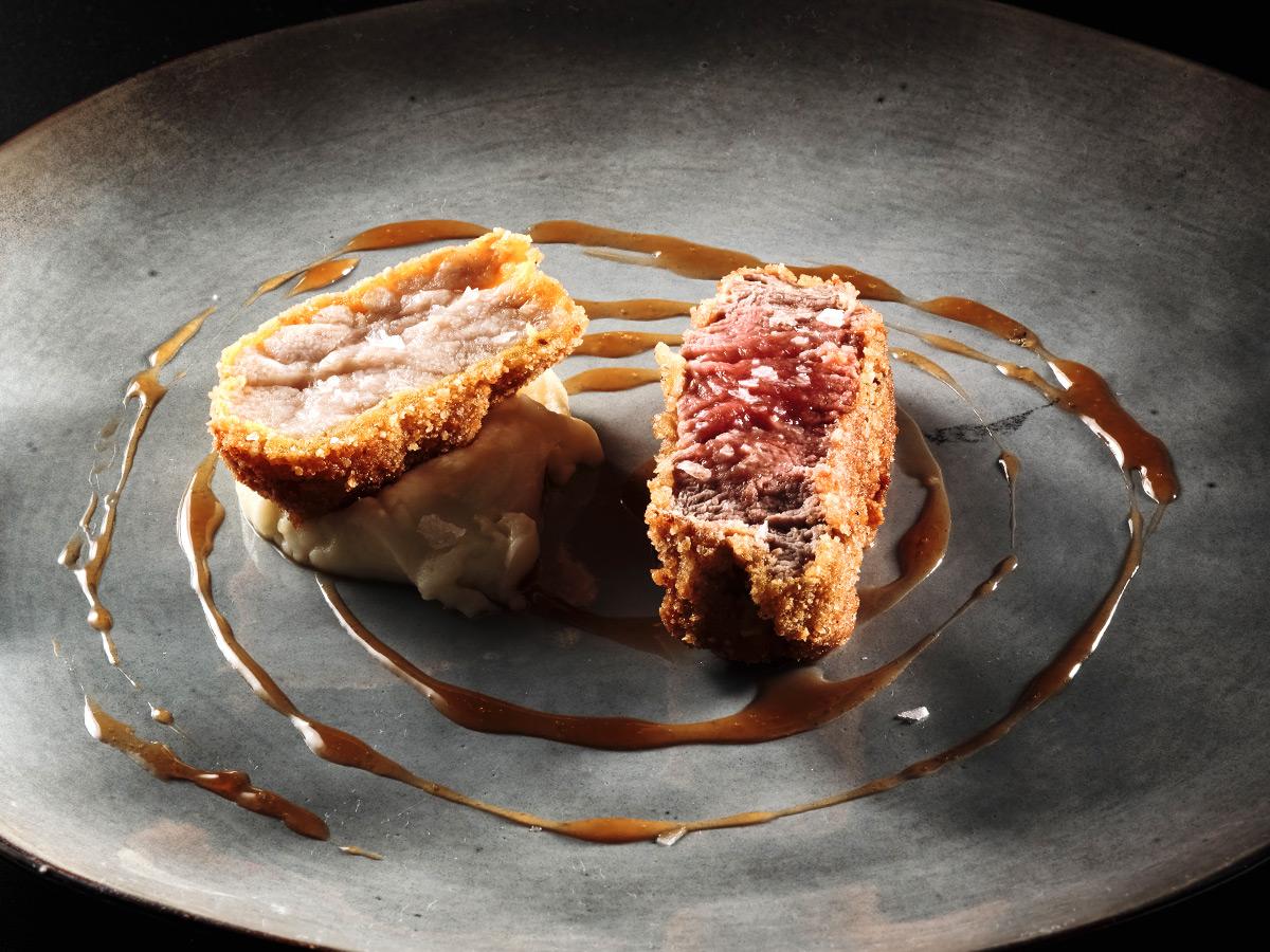 Cotoletta alta: filetto di vitello con animella alla milanese su patate di montagna mantecate al burro e jus di vitello