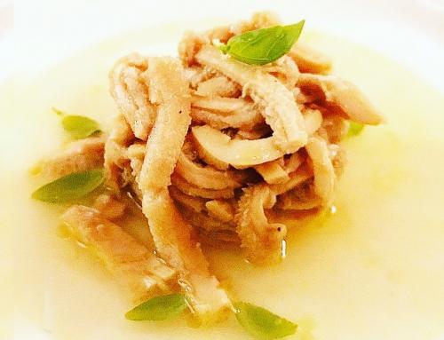 Trippa in insalata: Cuffia e Rumine stufata con acqua naturale e scalogno, condita con olio extravergine e zeste di limone candito con acqua di pomodorini datteri.